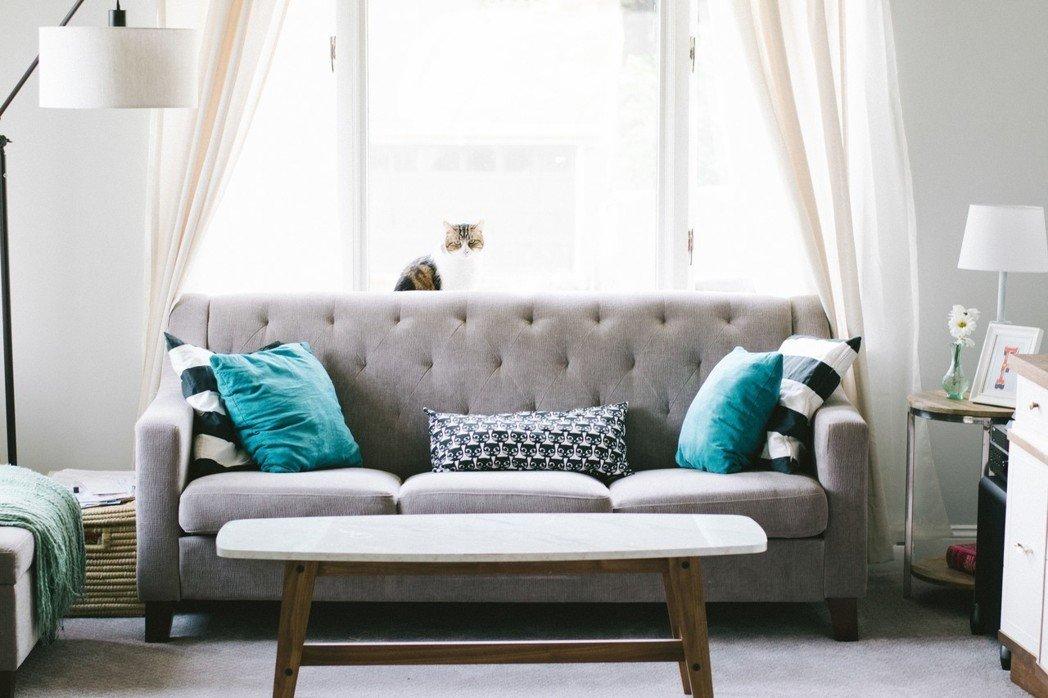 拉繩式的窗簾